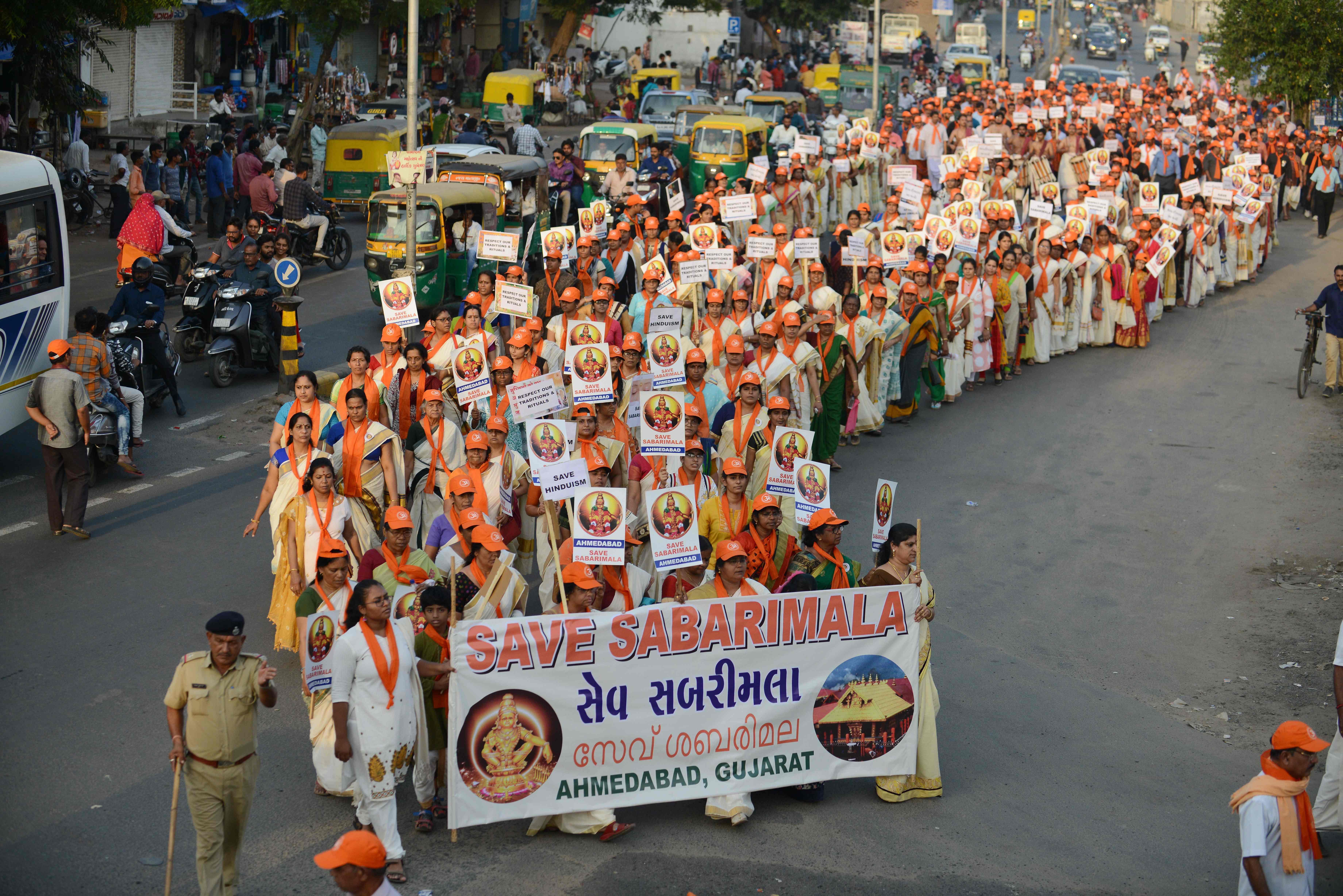 INDIA-COURT-HINDU-TEMPLE